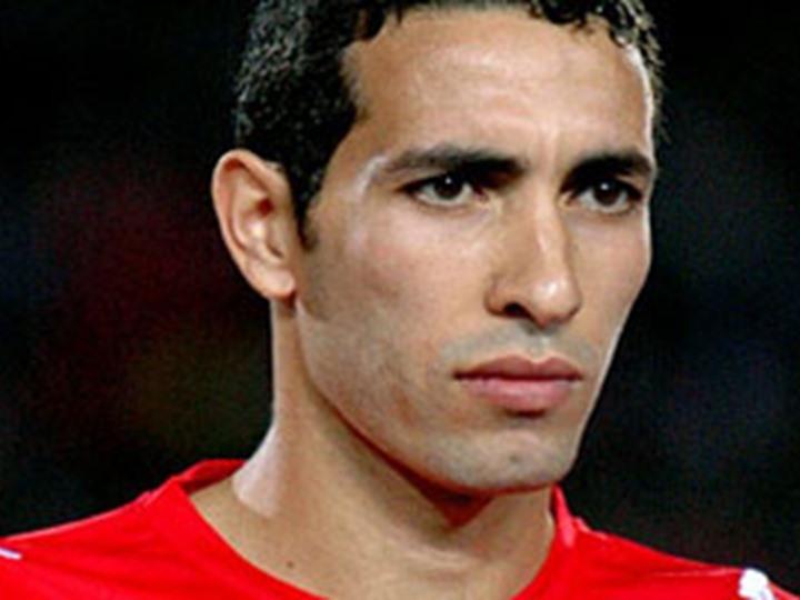 وفاة والد محمد أبوتريكه نجم الأهلى والكرة المصرية