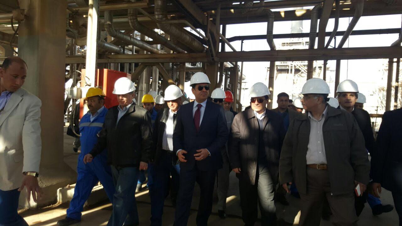 صور جولة وزير البترول فى مصنع تعبئة بوتجاسكو ومعمل تكرير أسيوط
