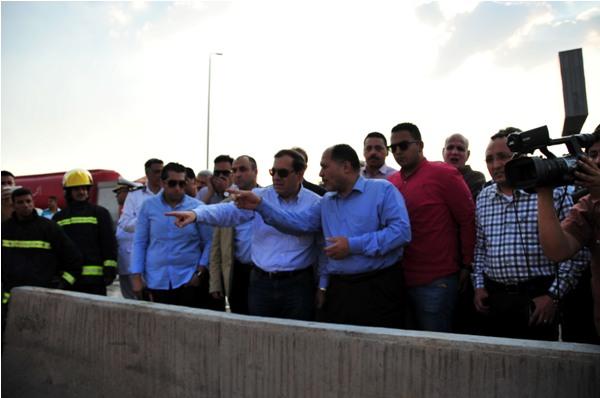 بالصور وزيرى البترول والاسكان فى موقع انفجار خط أنابيب البوتجاز بالتجمع الخامس