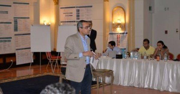 أسامة مبارز وكيل وزارة البترول للمكتب الفنى يمثل مصر فى مؤتمر آفاق استخدام الغاز المسال بنابولى الايطالية -
