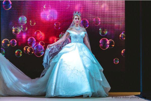منى المنصورى تطرح مجموعة جديدة من فساتين الزفاف الملكية .. صور