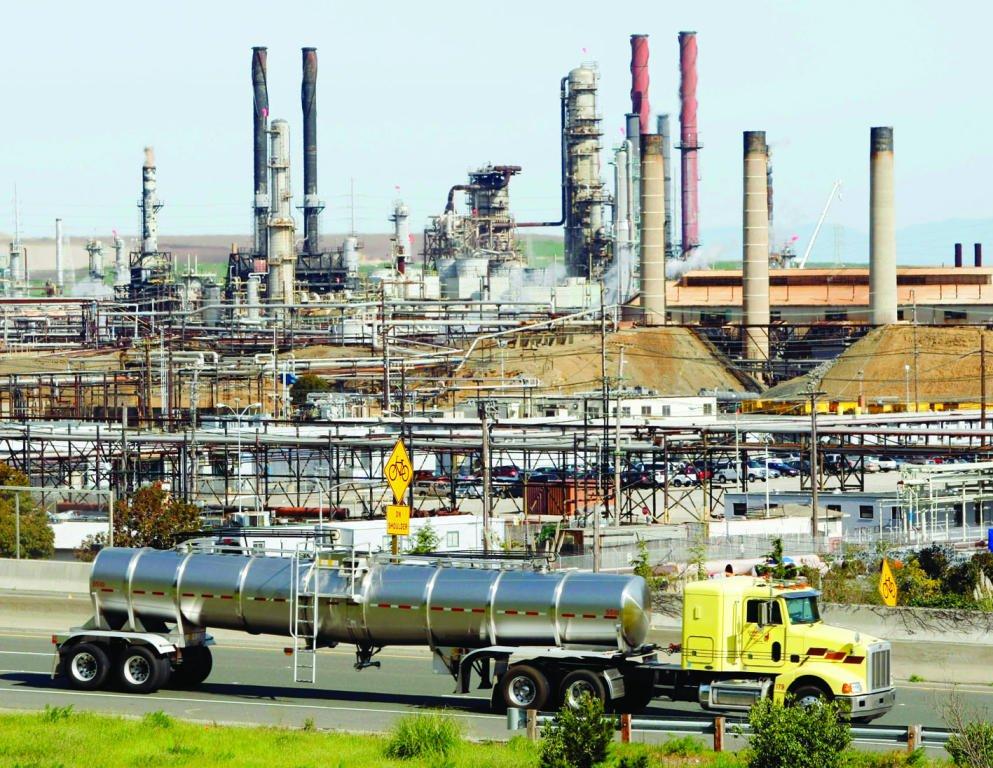 أسعار النفط ترتفع بضغط التوترات التجارية وقرب العقوبات على إيران