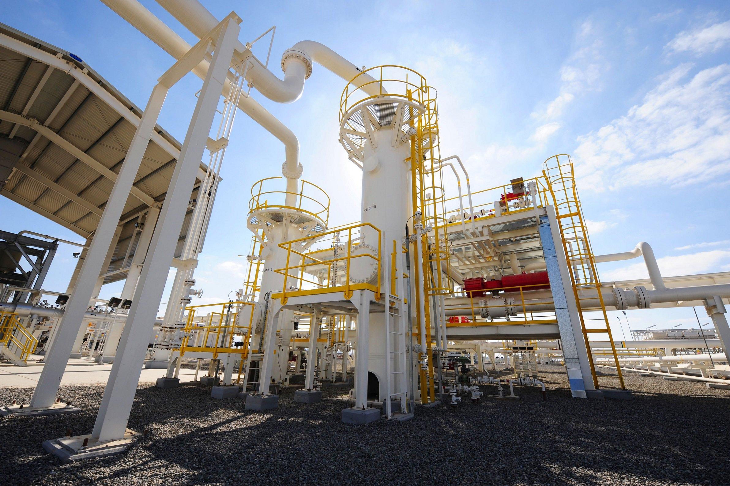 الغاز العمانية توقع اتفاق قرض مع بنوك محلية وأجنبية