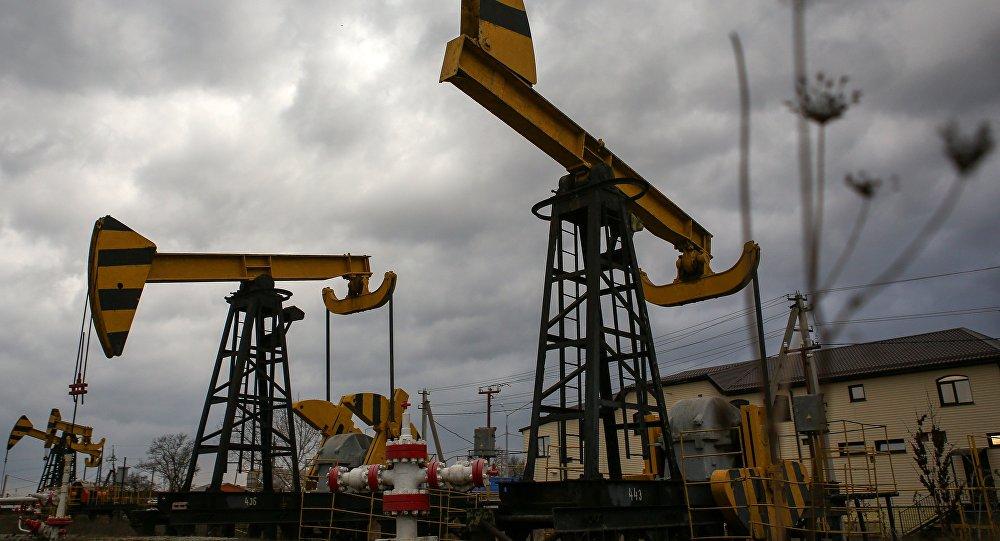 النفط يستقر قرب 72 دولارا