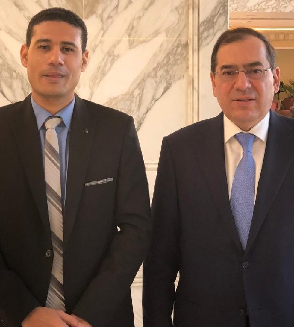 المهندس طارق الملا وزير البترول والثروة المعدنية ورأفت إبراهيم رئيس تحرير وكالة أنباء البترول