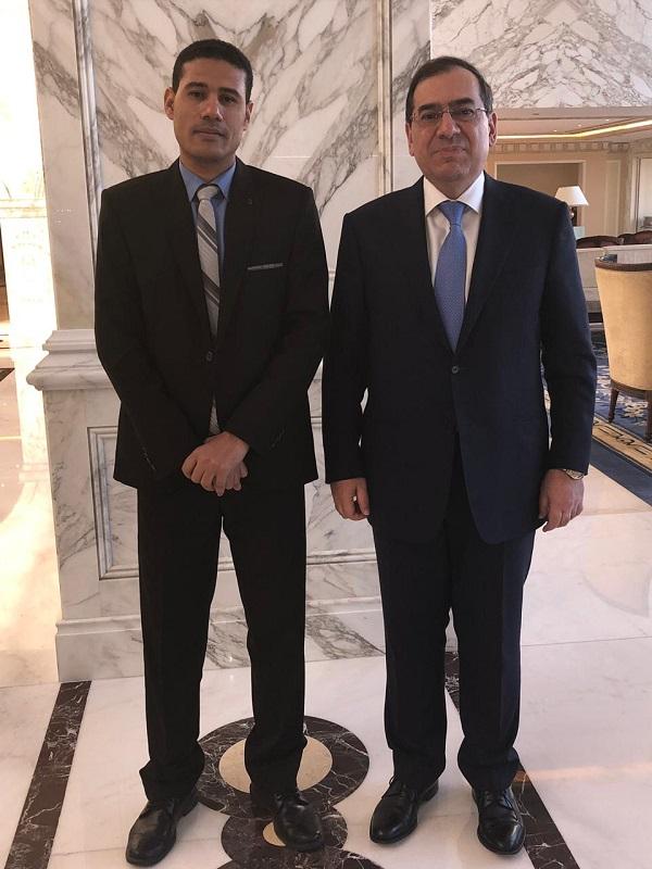 المهندس طارق الملا وزير البترول ورأفت إبراهيم رئيس تحرير وكالة أنباء البترول والطاقة فى الكويت