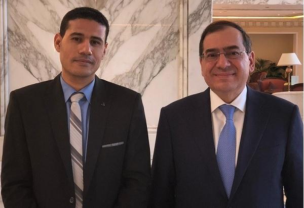 المهندس طارق الملا وزير البترول ورأفت إبراهيم رئيس تحرير وكالة أنباء البترول والطاقة