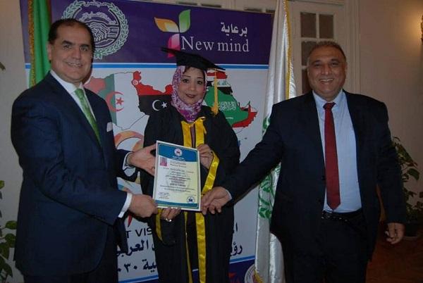 بالصور..مجلس الوحدة الاقتصادية يمنح ليلى طاهر الدكتوراة الفخرية