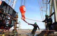أسعار النفط تنخفض بفعل مخاوف النمو العالمي وتخمة الإمدادات الأمريكية