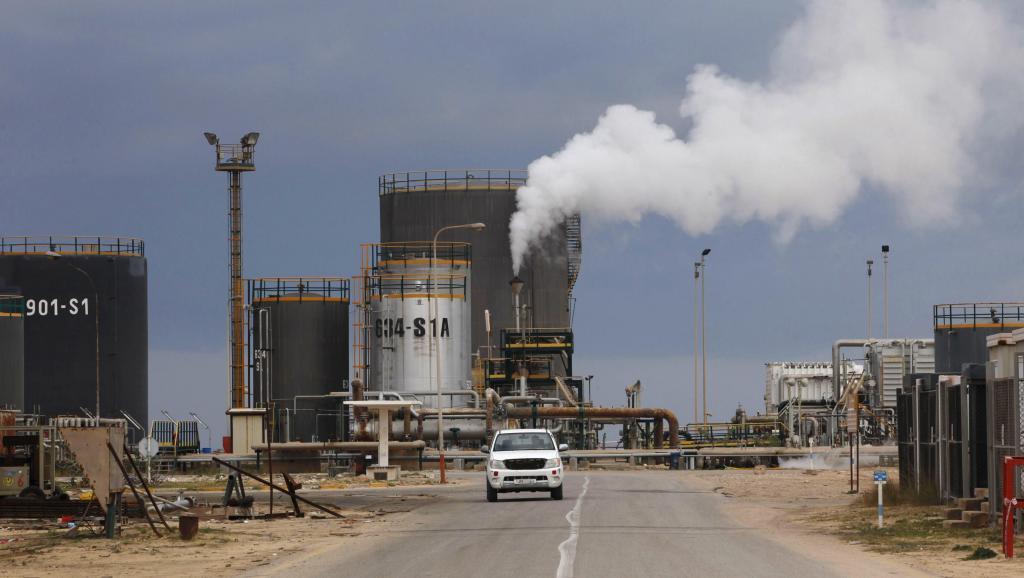 النفط يهبط بفعل ضعف أسواق الأسهم.. والأنظار تتجه إلى اجتماع أوبك