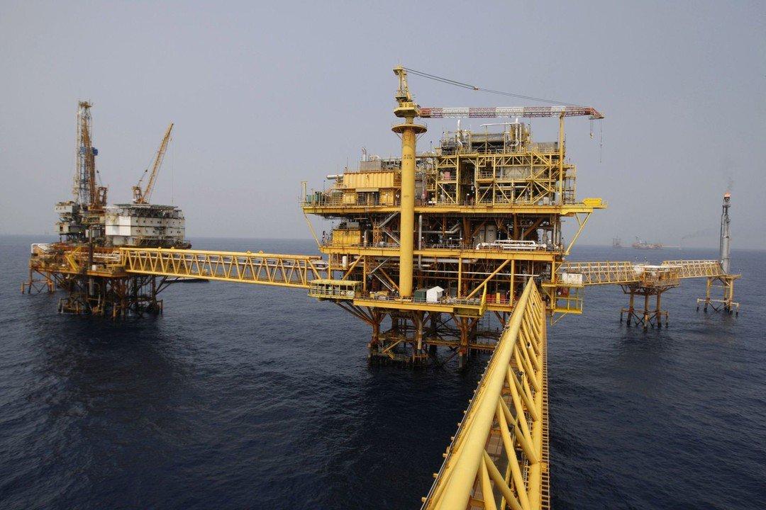 إدارة الطاقة: مخزونات الخام الأمريكية تهبط بأقل من التوقعات