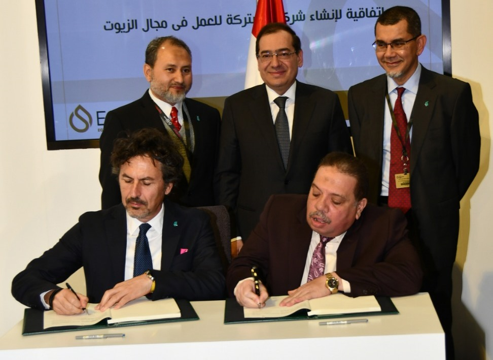 مصر للبترول وبتروناس توقعان مذكرة تفاهم لاستغلال الطاقات الفائضة بمجمع الزيوت بالعامرية