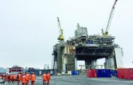 النفط يصعد 2% بدعم تخفيضات الإنتاج الطوعية وعقوبات إيران وفنزويلا