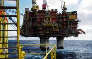 النفط يتلقى دعما من تعهد خفض الإنتاج السعودي وهبوط المخزونات الأمريكية