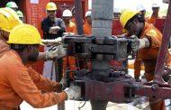 النفط يواصل مكاسبه السعرية ويحلق فوق 65 دولارا للبرميل