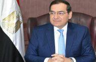 وزير البترول يحضر صلاة الجنازة على والدة هشام عجيزة بمكتب الوزير