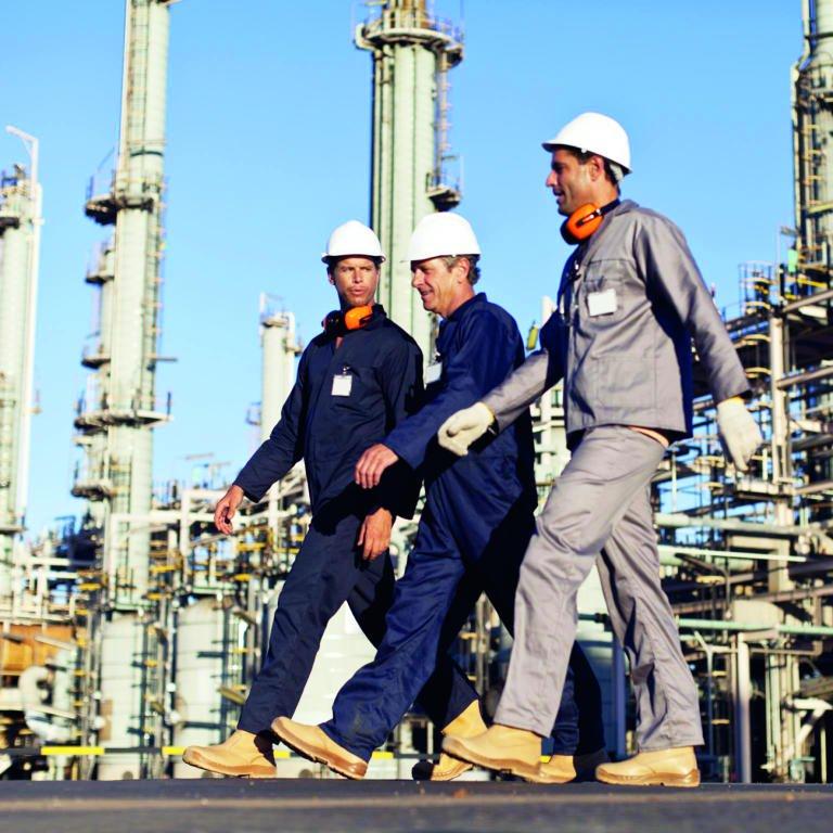 قفزة المخزونات الأمريكية تهدئ مؤقتا وتيرة تعافي أسعار النفط - وكالة أنباء البترول والطاقة