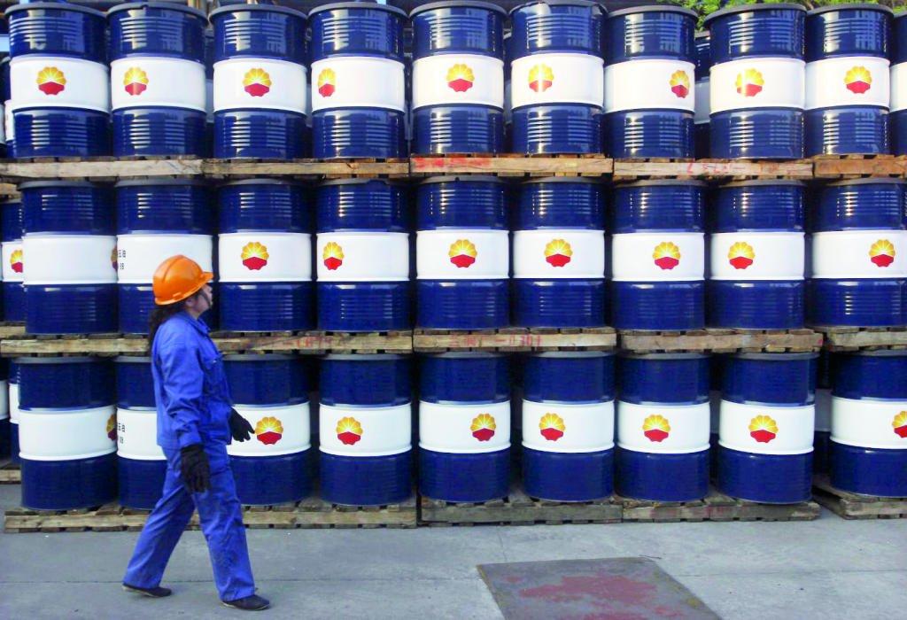 منتجو النفط يسعون إلى حل وسط بين خسارة حصص سوقية والتمسك بارتفاع الأسعار