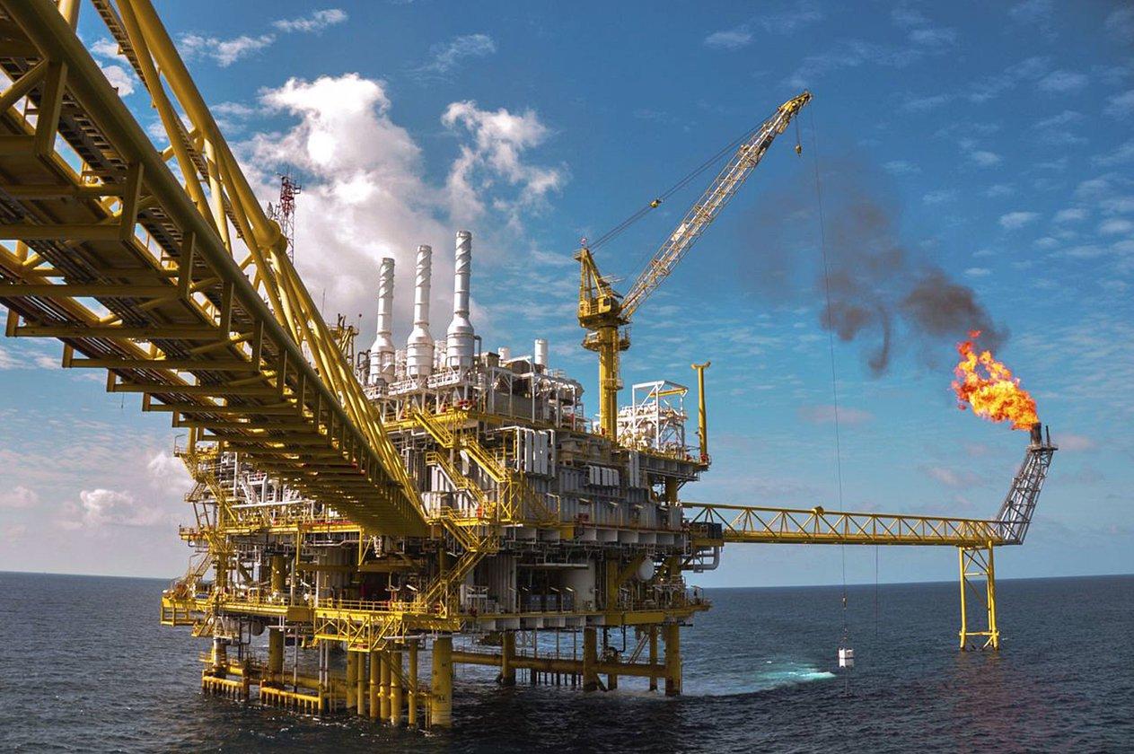 النفط يتراجع إلى 71.44 دولار مع التركيز على مستقبل الإمدادات