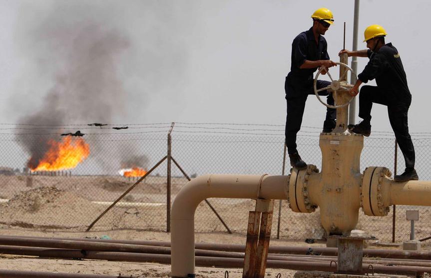 النفط ينخفض من أعلى مستوى في 5 اشهر لكن مخاوف الإمدادات تحافظ على دعم الأسعار   كلام الأسواق