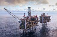 النفط يغلق منخفضا 5 % ويتجه لتسجيل أكبر هبوط أسبوعي في 2019