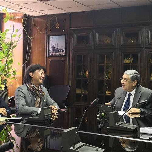 وزير الكهرباء يبحث مع ممثل البنك الياباني الاستثمار بمصر