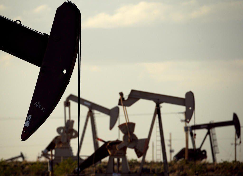 النفط ينزل لأدنى مستوى منذ يناير بفعل تباطؤ الاقتصاد -