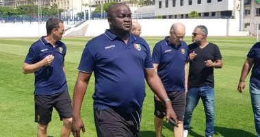 صور.. منتخب غينيا يُشيد بملعب جامعة الاسكندرية بعد المعاينة -