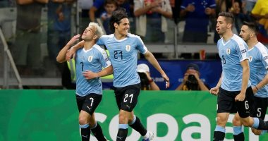 سواريز وكافاني يقودان هجوم أوروجواي أمام تشيلي