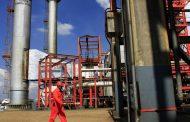 أسعار النفط ترتفع بفعل توترات جيوسياسية وتوقعات خفض أسعار الفائدة