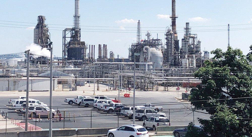 النفط يستهل الأسبوع على ارتفاع 2 % .. ومحللون: التقلبات المفرطة للأسعار تلاشت نسبيا
