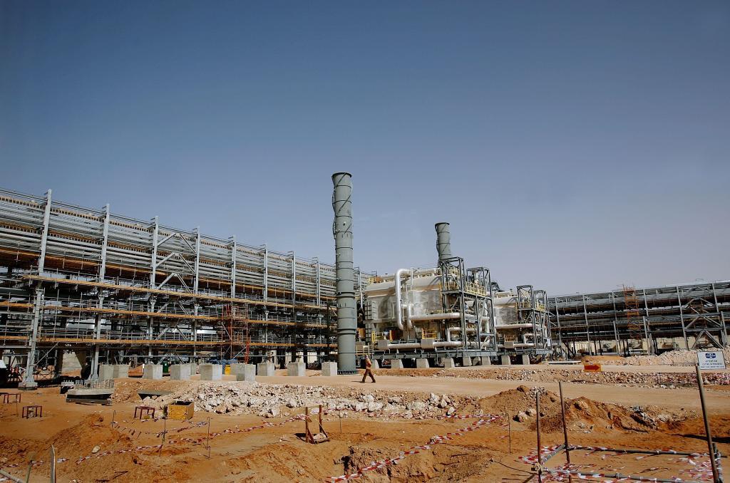 النفط يهبط 3% بسبب الأداء الضعيف للاقتصادات الكبرى وزيادة المخزونات الأمريكية