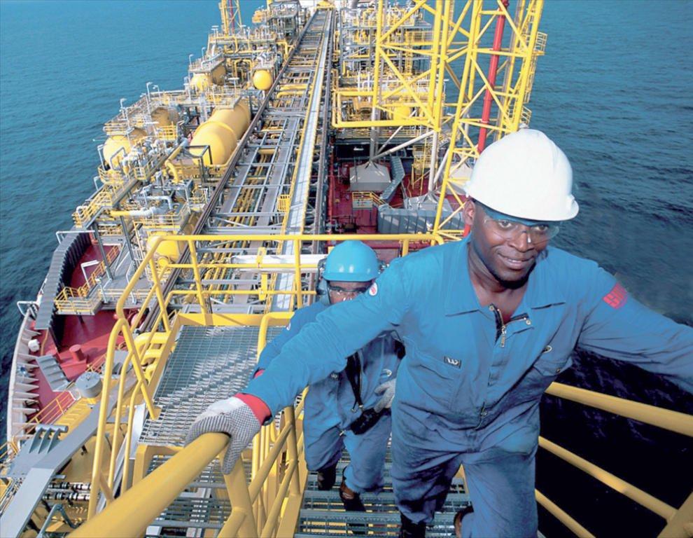 النفط مقابل الوقود .. صفقة نيجيرية مع 15 شركة عالمية -
