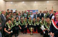 بالصور.. وزير الرياضة يستقبل أبطال العالم في كرة اليد بمطار القاهرة